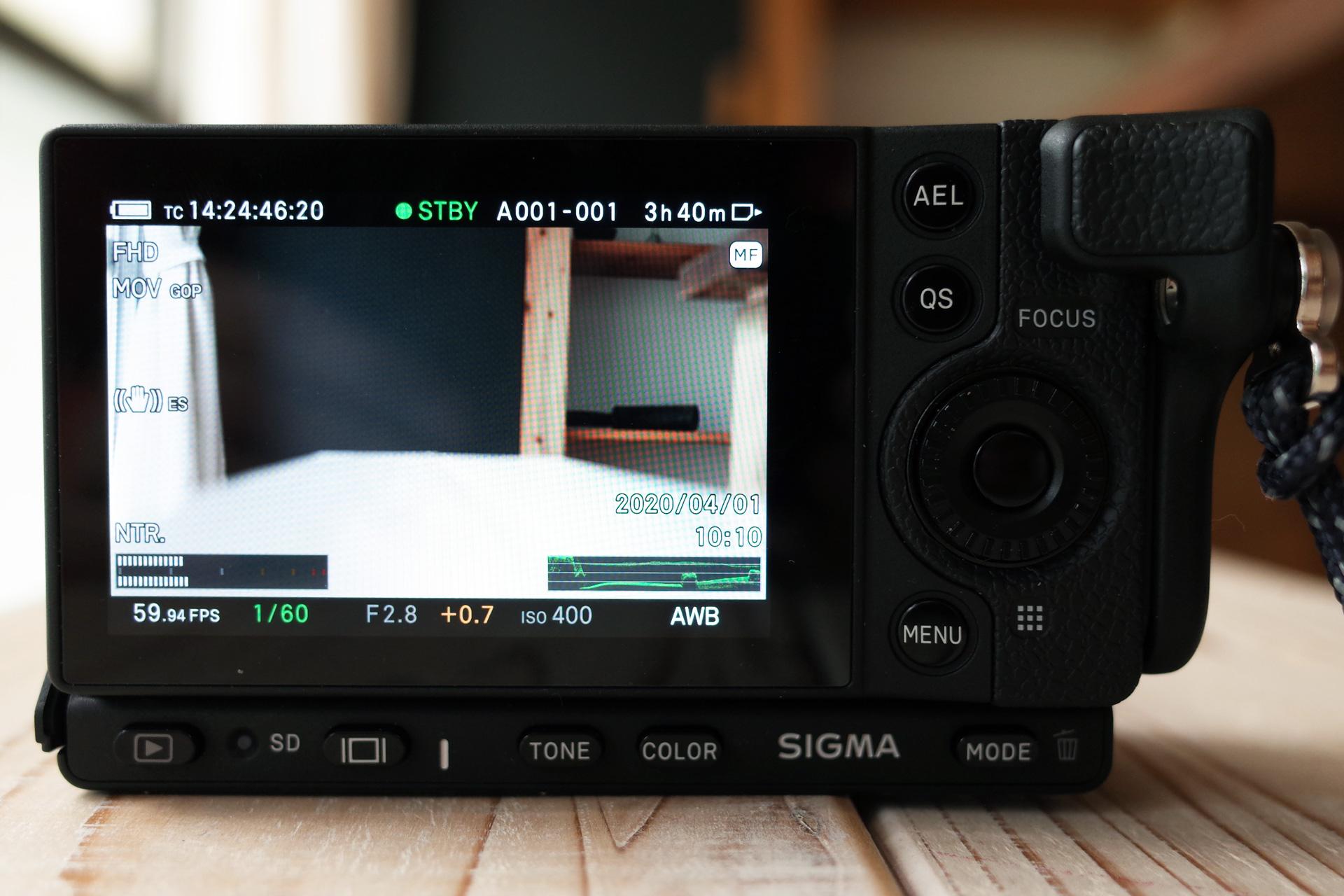 シグマ sigma fp フルサイズ ミラーレス一眼 モニター画面