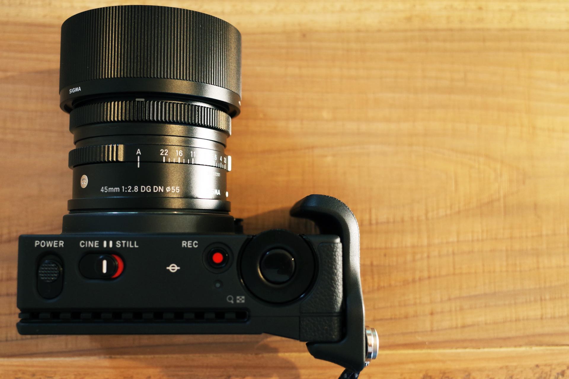 ヤバい携帯性のフルサイズミラーレス一眼カメラ「シグマ SIGMA fp」