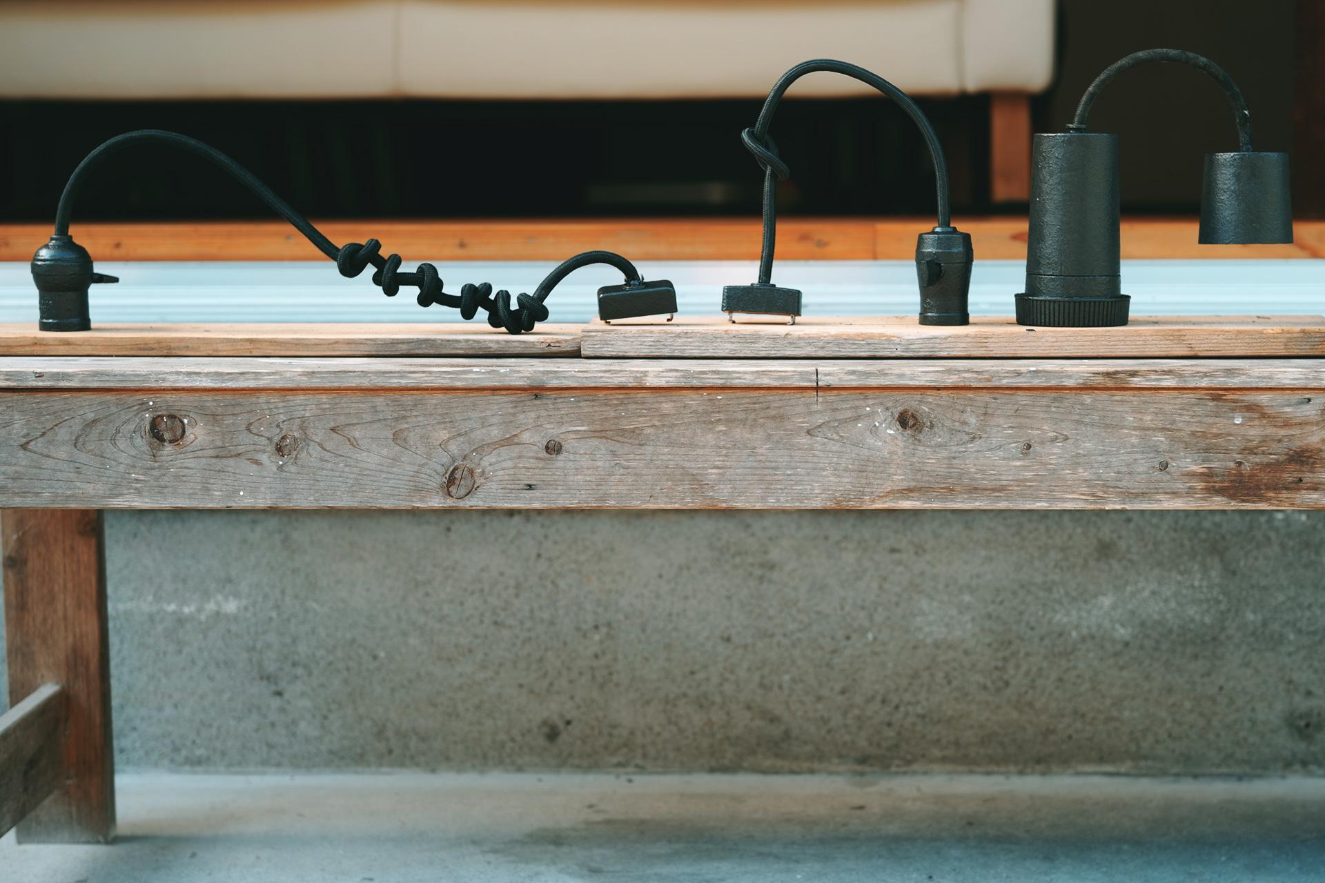 アイアン塗料でラジオソケットが鉄風照明。