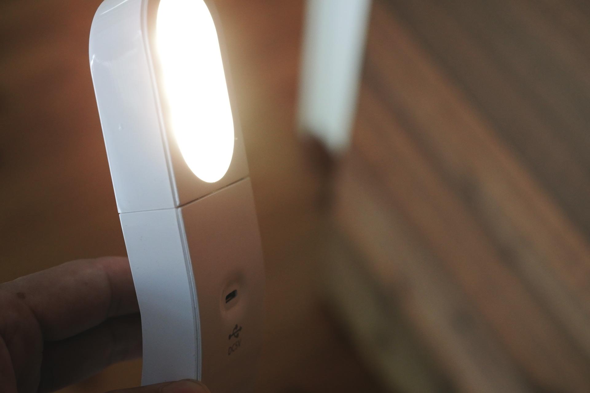LEDセンサーライト USB充電式 懐中電灯としても使える