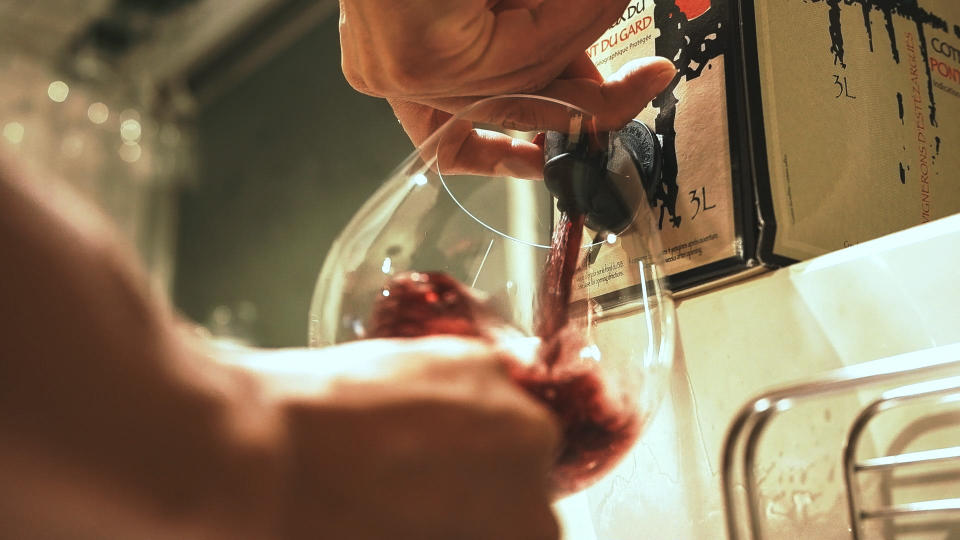 バッグインボックスの注ぎ方 自然派ワイン・ビオワイン キュヴェ デ ガレ エステザルグ du Gard - Cuvée des Galets d'Estezargues