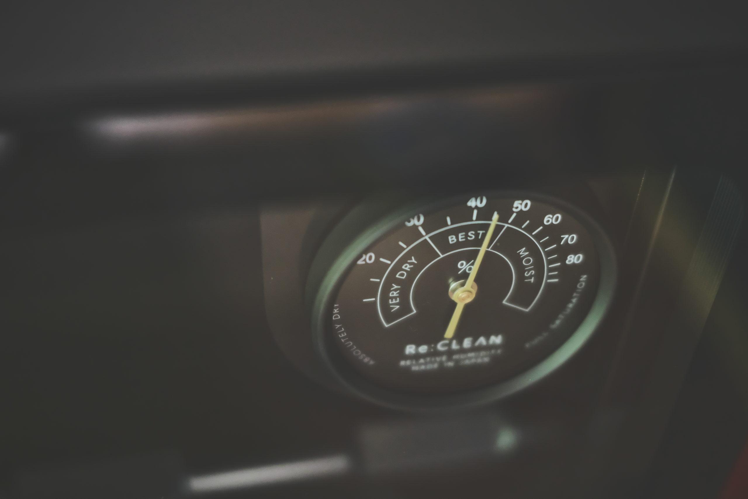適湿:30~50% 設定湿度45% 防湿庫・ドライボックス「ReCLEAN」アナログ湿度計