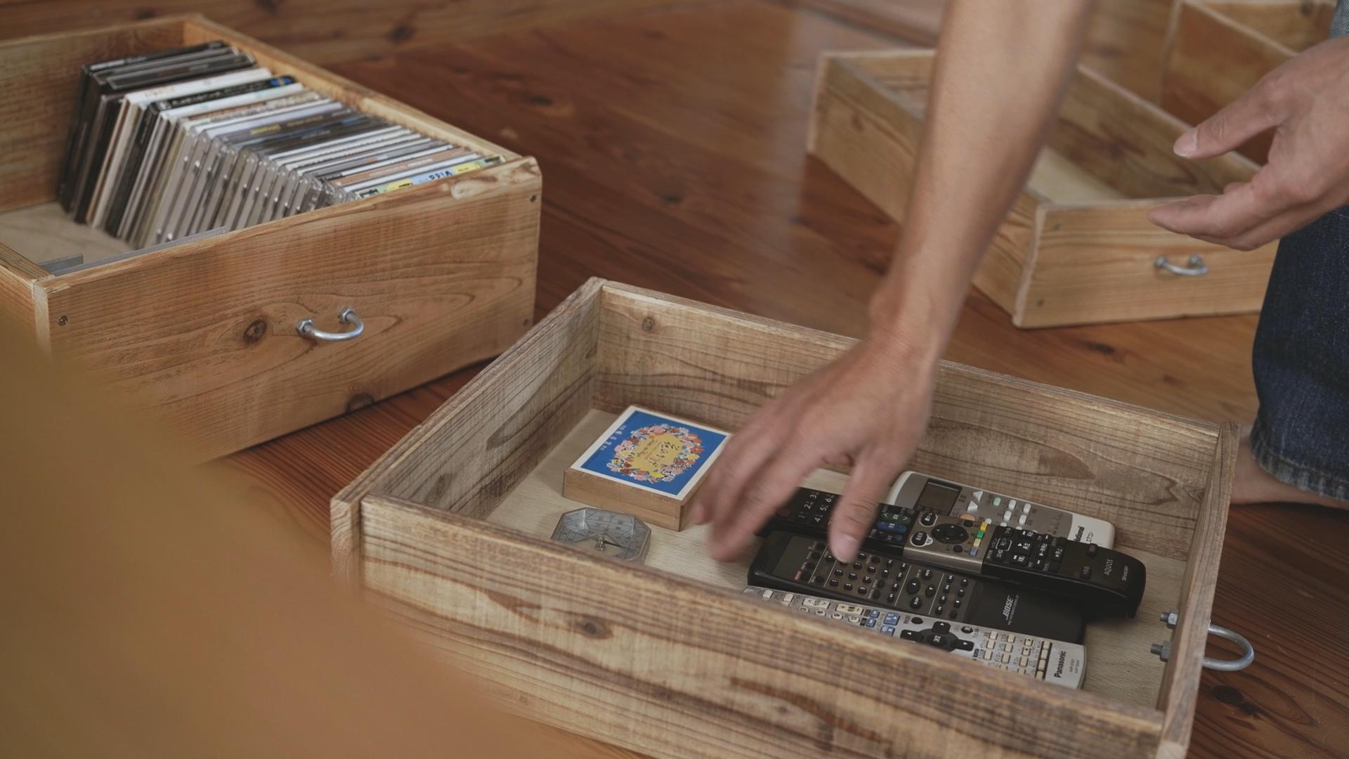 DIY古材仕上げの収納ボックスに収納