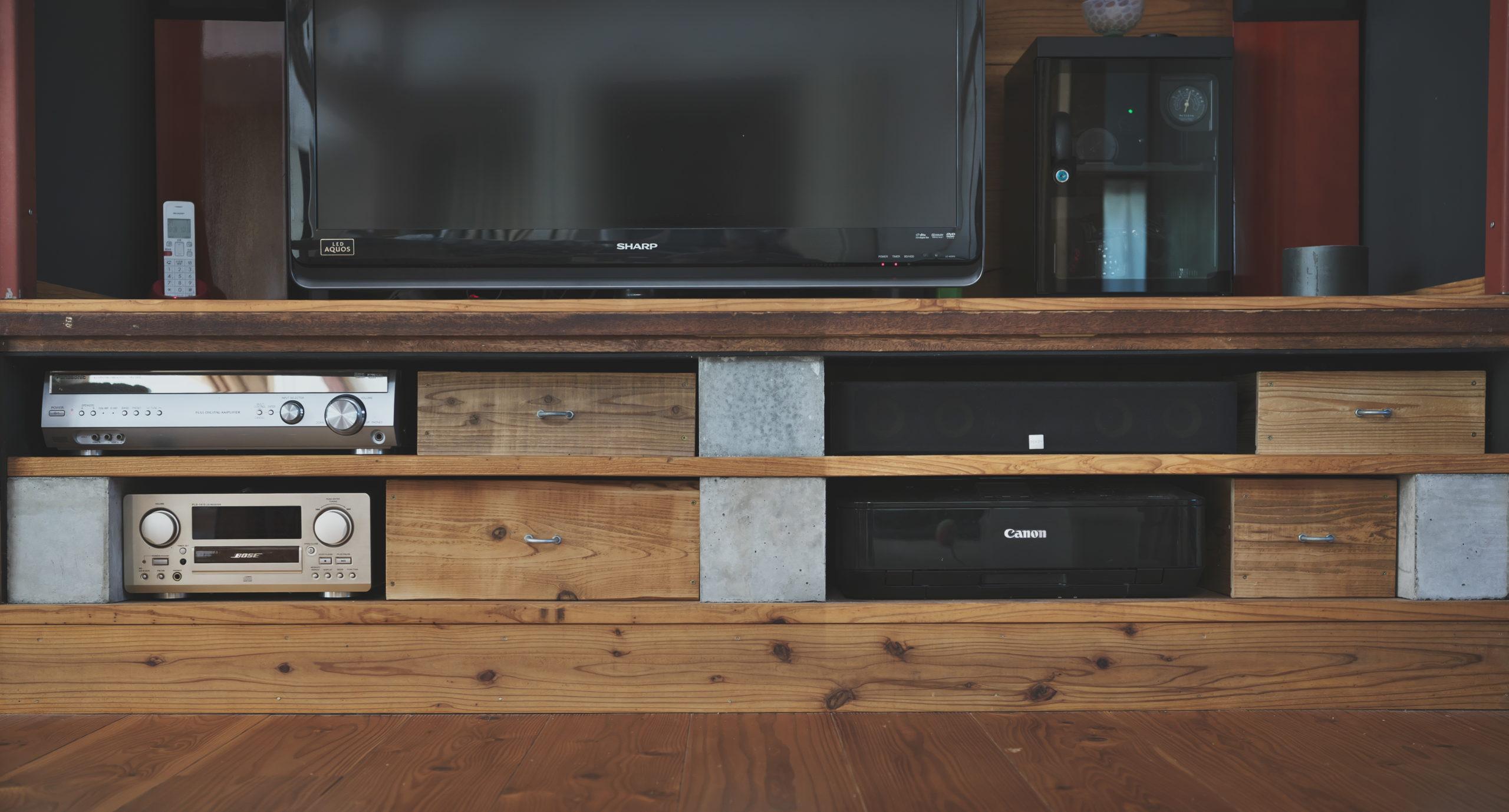 オーディオ棚と古材仕上げの収納ボックス DIY