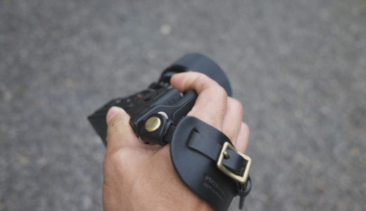 カメラアクセサリー DURAMのおしゃれな革製ハンドストラップ
