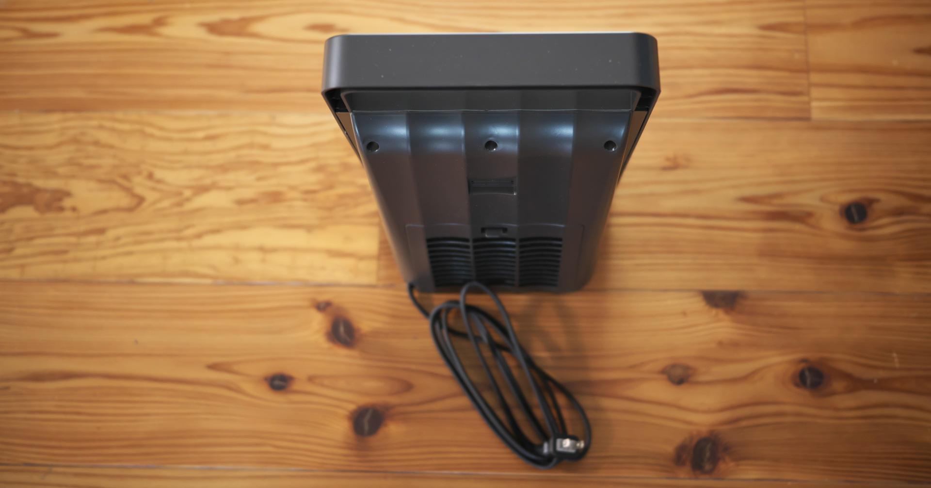 上からのアングル背面部:人感センサー付セラミックファンヒーター「NAFCO W-01」