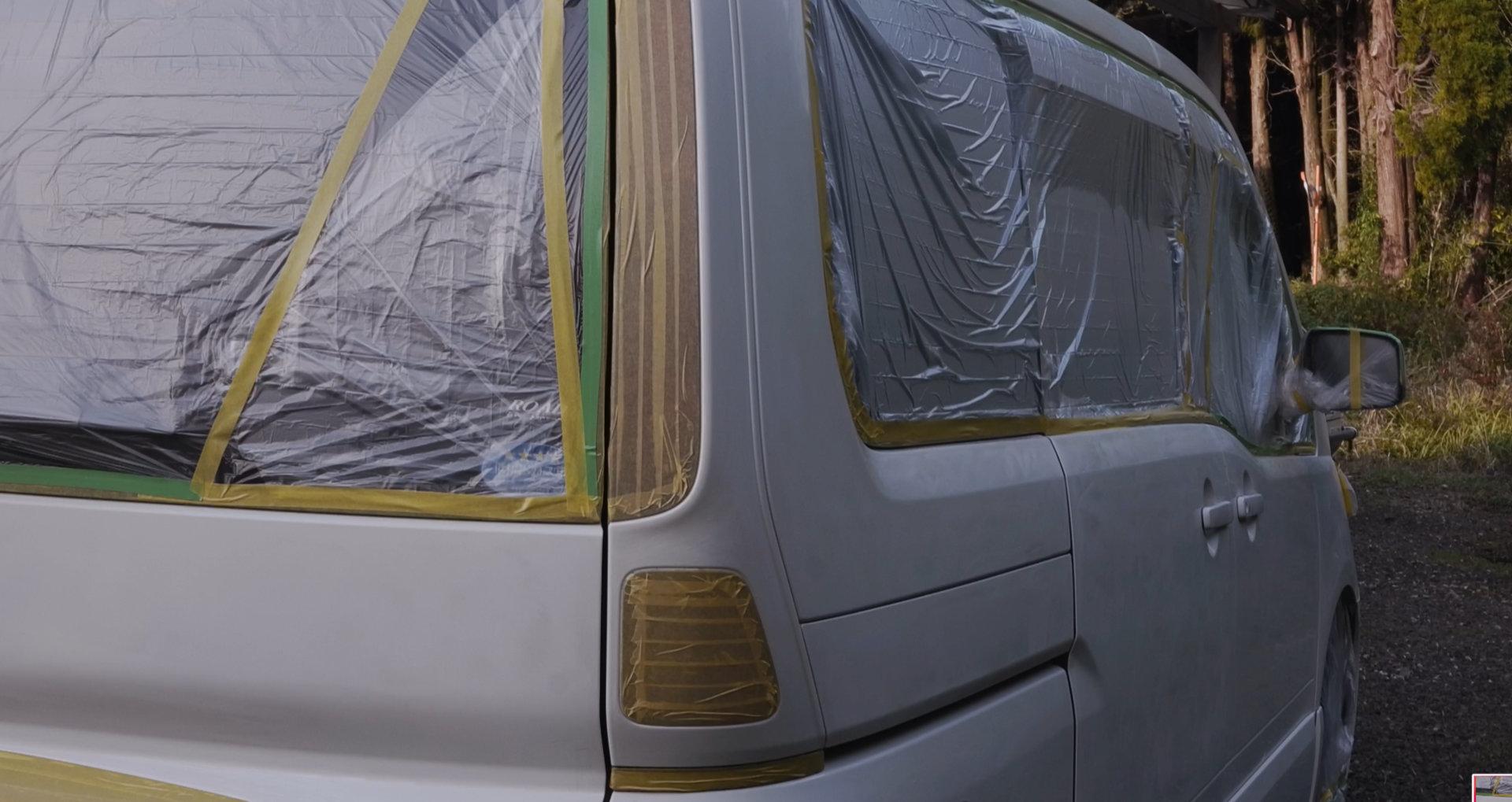 セレナをDIY全塗装 養生後のリア側|車塗装