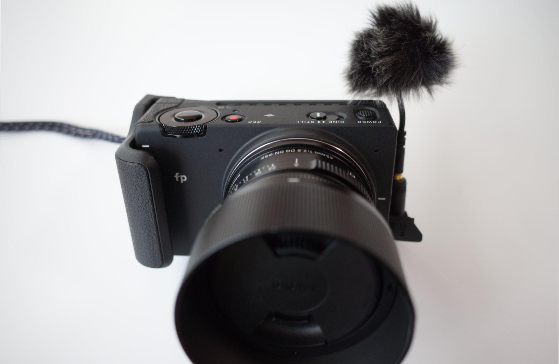 SIGMA fpにDJI OSMO - DJI FM-15フレキシブルマイクロフォン(ウィンドジャマーによる風音対策)を取り付け