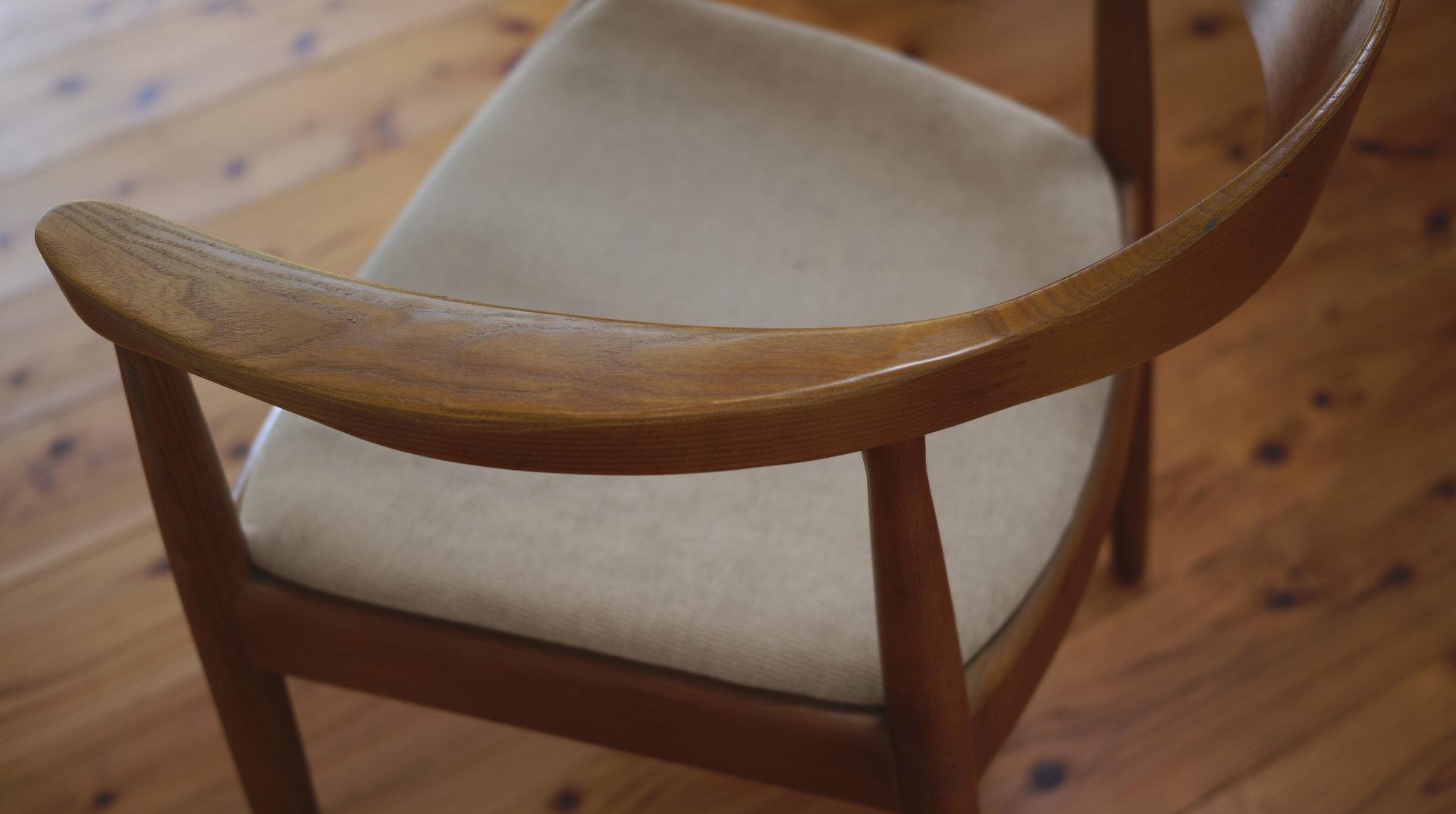DETAIL 肘部の無垢材木目 北欧デザイナーズ木製チェア「PP503 The Chair / ハンス・J・ウェグナー」